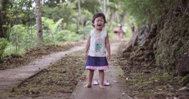 「痛い!」と叫ぶのは成長痛?二歳児が夜泣きをする理由